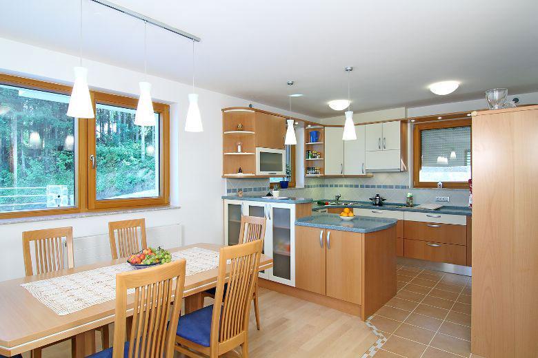 Klassische Holzküche